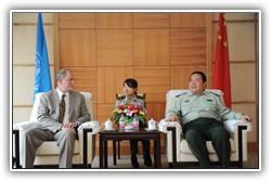 2010年夏天,和平行动培训研究所的负责人Harvey Langholtz博士参加了在中国河北廊坊的中国人民武装警察部队学院维和培训部召开的大会。大会一致认为,若对中国维和军事、警务及文职人员的培训能结合和平行动培训研究所的英文版在线教程,有助于增强维和行动的实效性,并能与维和任务中所使用的语言──英语保持一致。如果学生希望,我们还可以提供法语和西班牙语的选择。